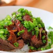 牛もも肉でやわらかステーキ丼♪ レアの肉も温かく頂く方法