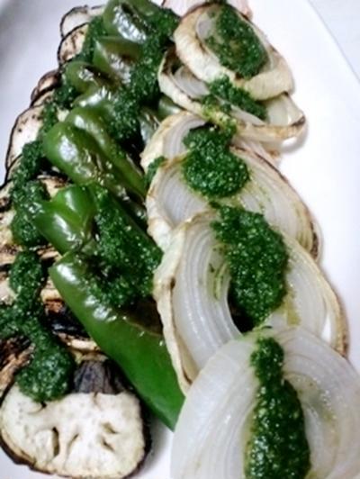 初夏のアンティパスト、グリル野菜のジェノバ風ソースで、家族の視線を感じつつ手酌酒。。。