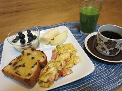朝ごぱん と 親子丼の晩ご飯 と 陶器の動物たち♪