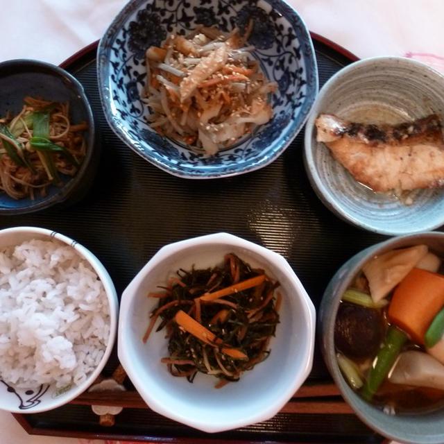 副菜たっぷり根菜のお味噌汁定食