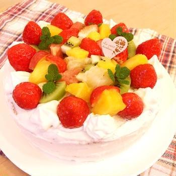 フルーツたっぷりバースデーケーキ