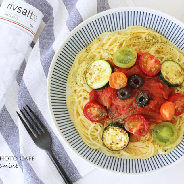 カラフルトマトとズッキーニのパスタ