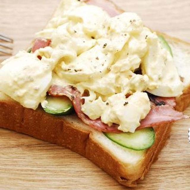 簡単卵トーストと海