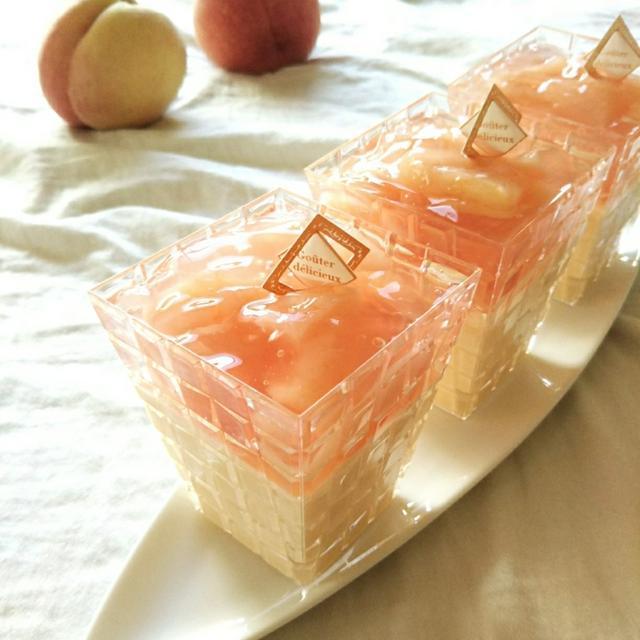 桃のムースとジュレの二層デザート