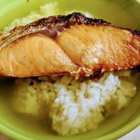 塩鮭と粉茶で作る鮭茶漬け