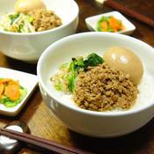 凍りもめん豆腐deさっぱりヘルシー☆五香粉香る♪煮たまご&たっぷり野菜のナムルのせ魯肉飯(ルーロウファン)