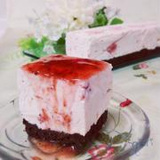 ☆ 水切りヨーグルトでストロベリーレアチーズ&ストロベリージャムと箱♪。
