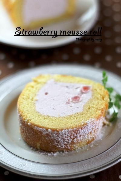 イチゴムースのロールケーキ
