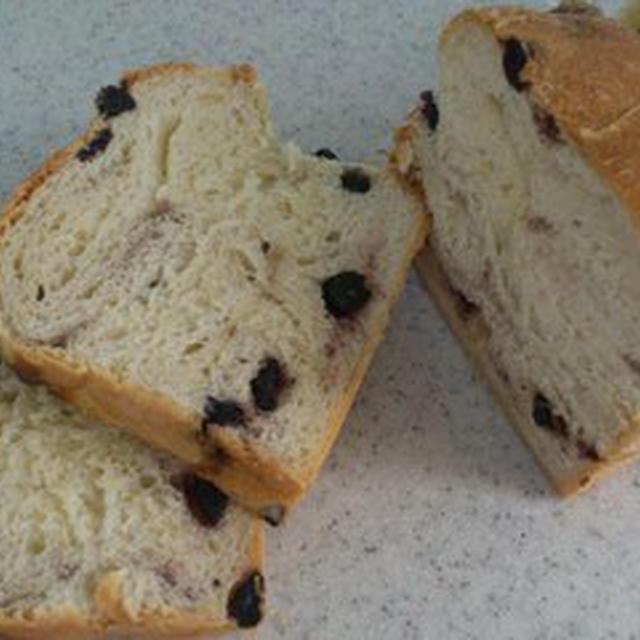そのままで美味しい♪ブルーベリーとヨーグルトの食パン。