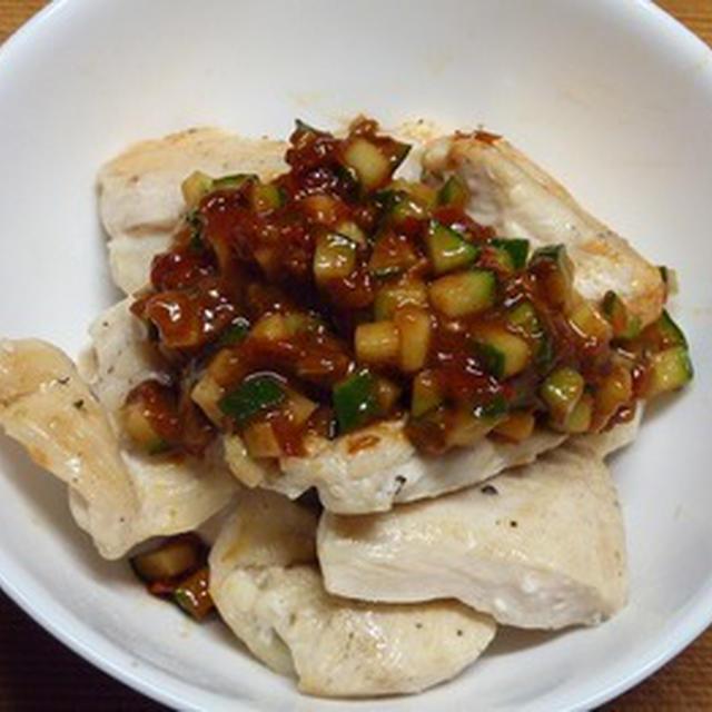 鶏むね肉の塩コショウ炒め豆板醤きゅうりソース和え