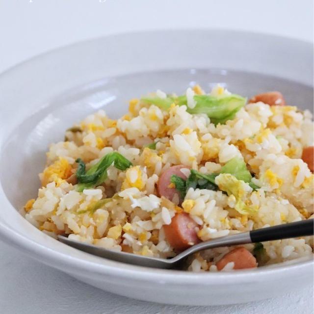 冷蔵庫に何もない時にも作れそうな【パラパラ卵のレタスチャーハン】*レンチン5分