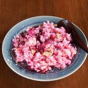 お花見弁当にオススメ!柴漬けとゴハンを炒めるだけの「桜焼きめし」