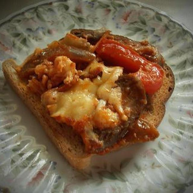 なすのトマト、チーズ焼き グルテンフリーのトーストで頂く♪