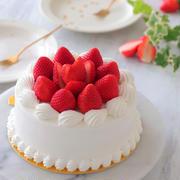 次女のお誕生日ケーキは真っ白な苺のデコレーションケーキ♪