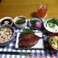 【夕食】木の葉丼・さばのみりん干し・小松菜ごま和え…