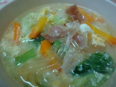 *白菜とベーコンの春雨スープ*