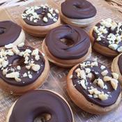 シナモン香る チョコナッツドーナツ