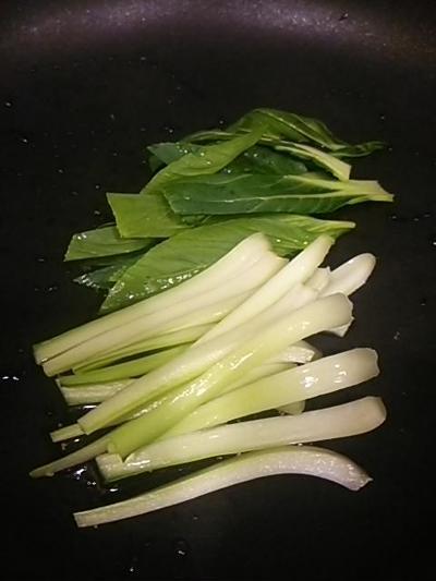 チンゲン菜とミミガーのペッパー炒め