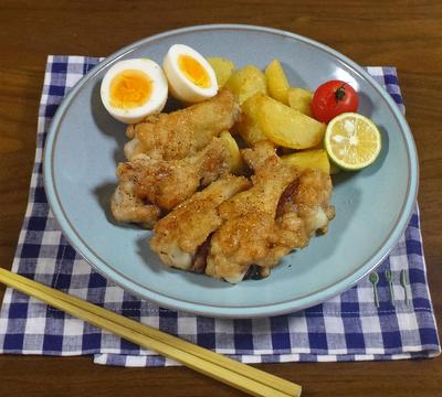 【やみつきになる唐揚げレシピ】ガーリック醤油の鶏手羽元とじゃがいもの唐揚げ