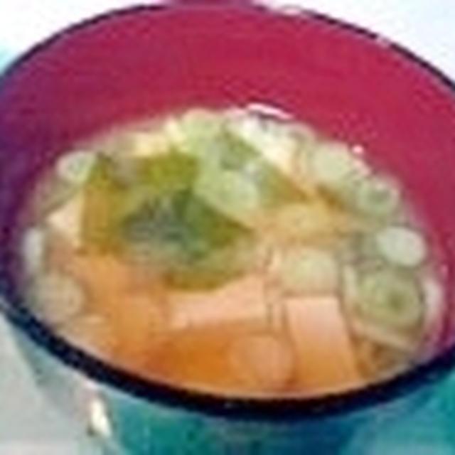 混合削りと花かつおで減塩味噌汁、豆腐とわかめネギ♪