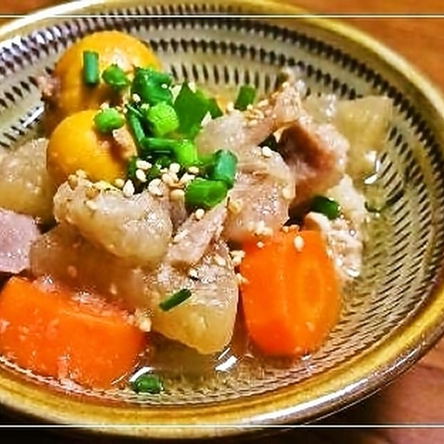 ベシ家のもつ煮込み&サバそぼろの巻き寿司