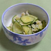 「わかめスープ」でわかめと蟹と胡瓜の中華風和え物