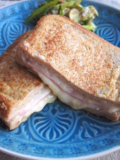 忙しい朝でも5分で焼ける!トローリチーズのフレンチトースト