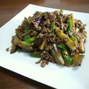 【簡単レシピ】挽き肉の茄子とピーマンのピリ辛みそ炒め♪