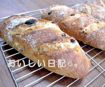 ドライフルーツたっぷりのライ麦パン