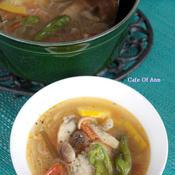 鶏手羽先と夏野菜のタイ風スープ
