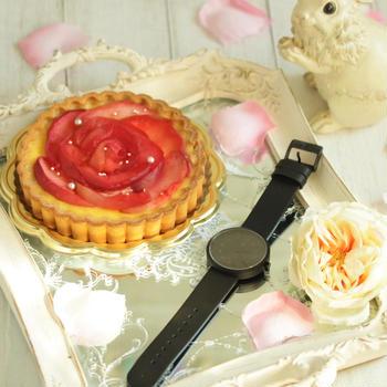 * りんごのタルトとスタイリッシュな素敵な時計♪