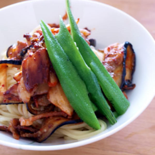 冷やし韓国? 豚キムチ麺です。