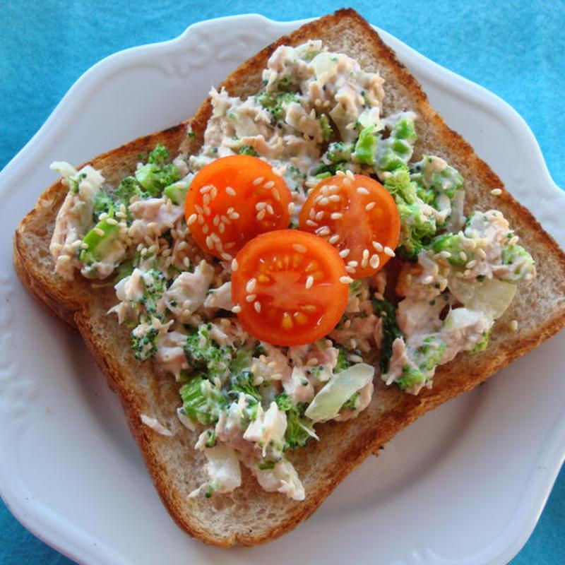 朝食の満足度アップ♪「ツナトースト」のおすすめレシピ