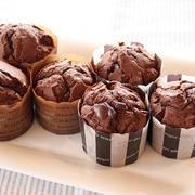 板チョコでチョコカップケーキ。