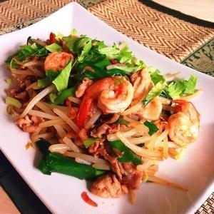 家庭にあるもので美味しく手軽に作れちゃう!タイの焼きそば「パッタイ風」簡単レシピ