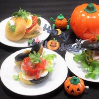 手軽に『ハロウィンサンドイッチ』。材料をテーブル並べて、ブッフェスタイルにしても。