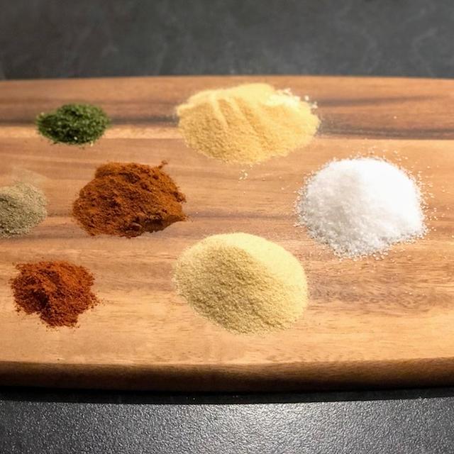 がびんちの自家製「ひみつの塩」はハーブと隠し味入りで洋食の万能調味料