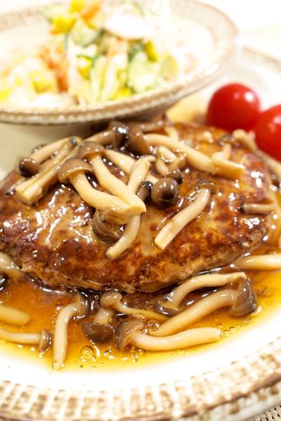 【和食】「和風きのこソースで☆豆腐ハンバーグ」&マヨ大さじ1で作るポテトサラダで晩ごはん。