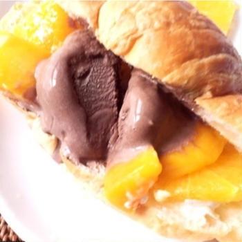 レシピのご紹介♡マンゴーチョコアイスでサンドイッチ