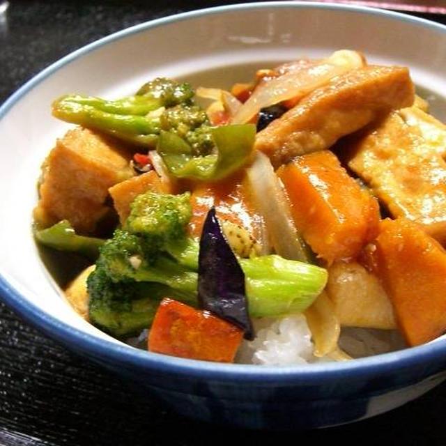 厚揚げと夏野菜の辛子炒め丼