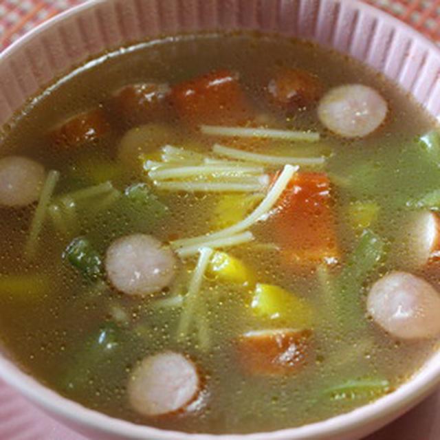 365日汁物レシピNo.197「パプリカとをウィンナーのスープ」