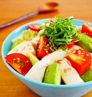 切って盛るだけ♪簡単アボカド豆腐トマト丼