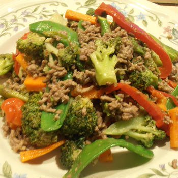 タイ風 牛ミンチと野菜のバジルソテー