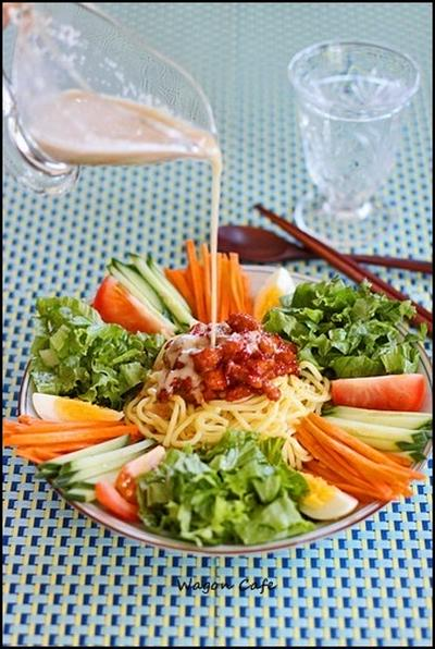 サラダ風♪ピリ辛冷やし ごまだれラーメン**Spicy noodle salad