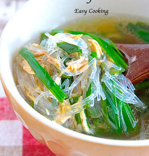 加熱はレンジで1回!インスタント並みの手軽さが嬉しい♪スープカップ一つで作る♡エスニック風スープ春雨《簡単★節約》