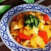 鶏肉とじゃが芋のレッドカレー炒め