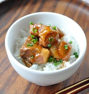 土鍋で時短簡単!カレー醤油味のとろける角煮丼