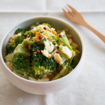 【簡単レシピ】ハムがポイント!ブロッコリーとゆで卵のサラダ。
