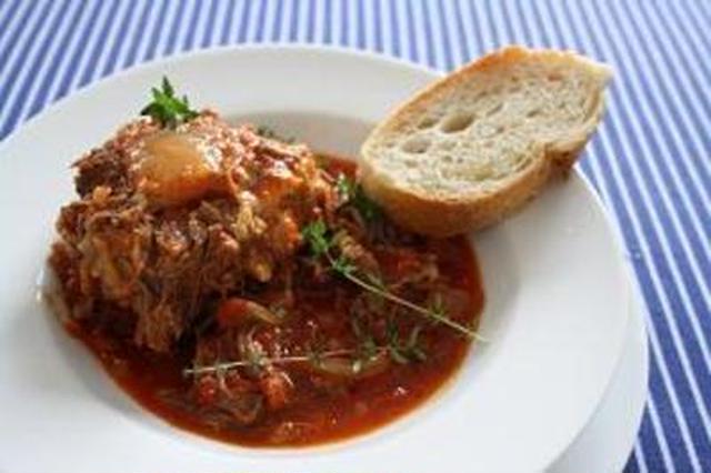 3. ローマ風牛テールのトマト煮込み