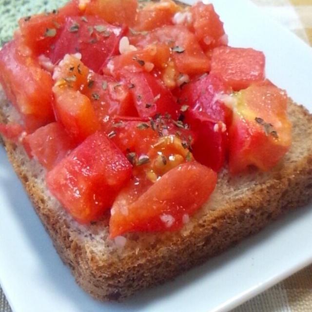 【レシピ】簡単ジュワッと♪塩麹トマトトースト